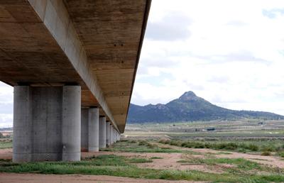 Viaducto sobre la Acequia del Rey y sobre el Cordel de Sax